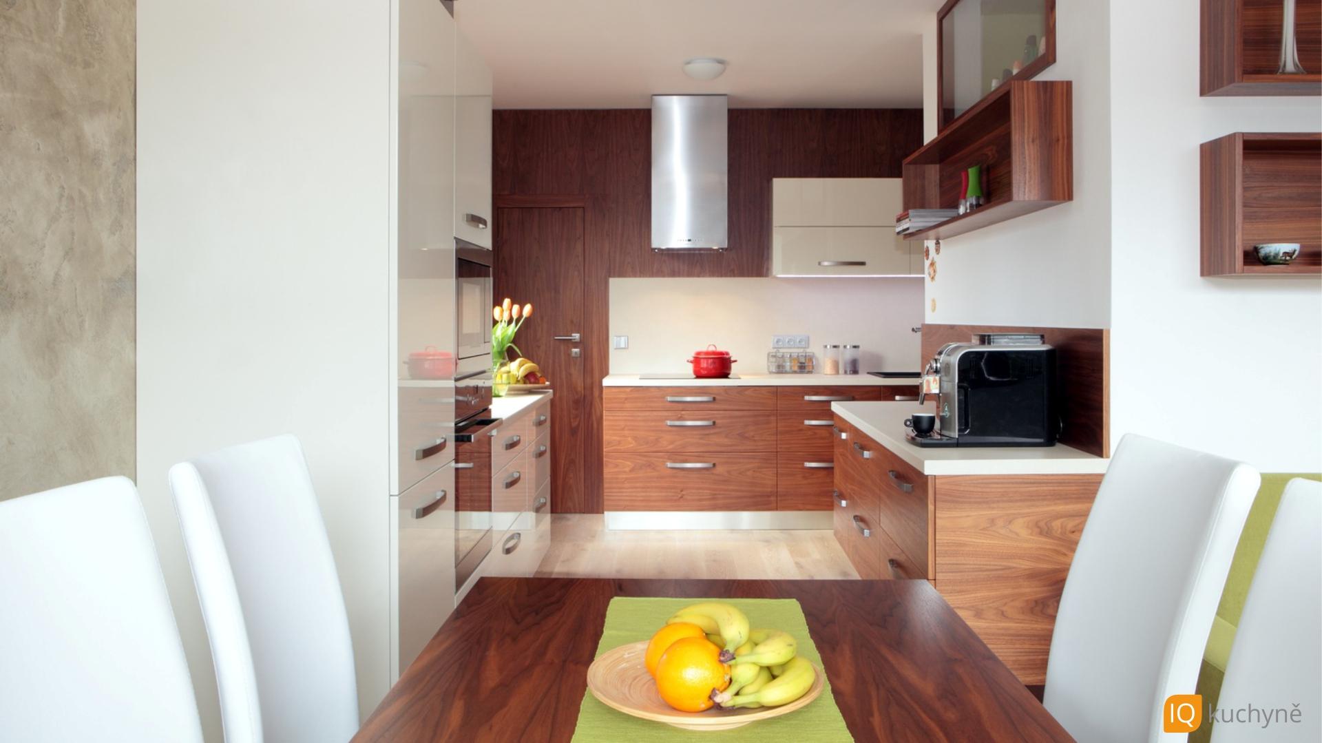 TOP kuchyně | Dřevo + vysoký lesk