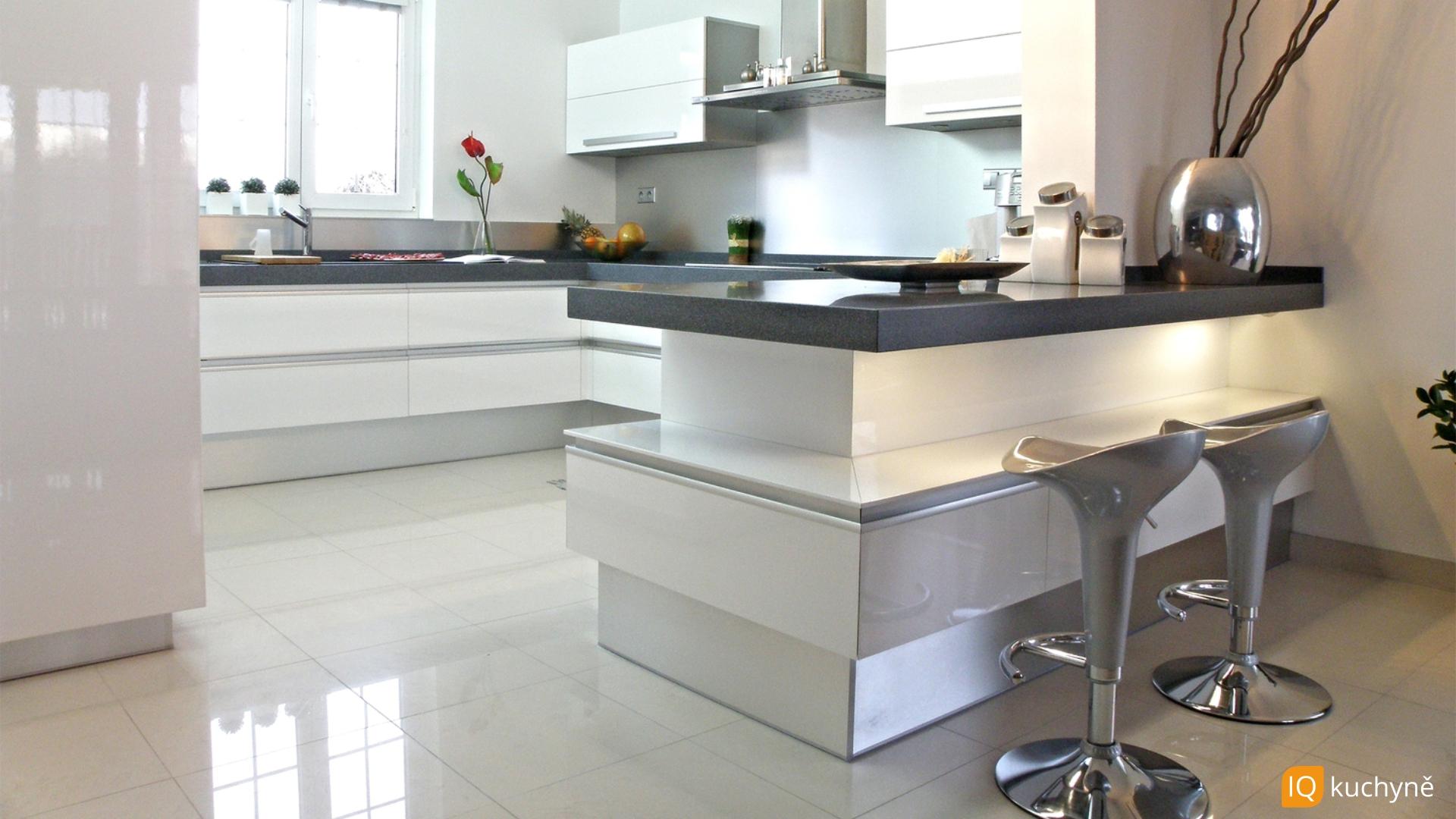 Bílá, lesklá, unikátní | Kuchyň pro rodinu