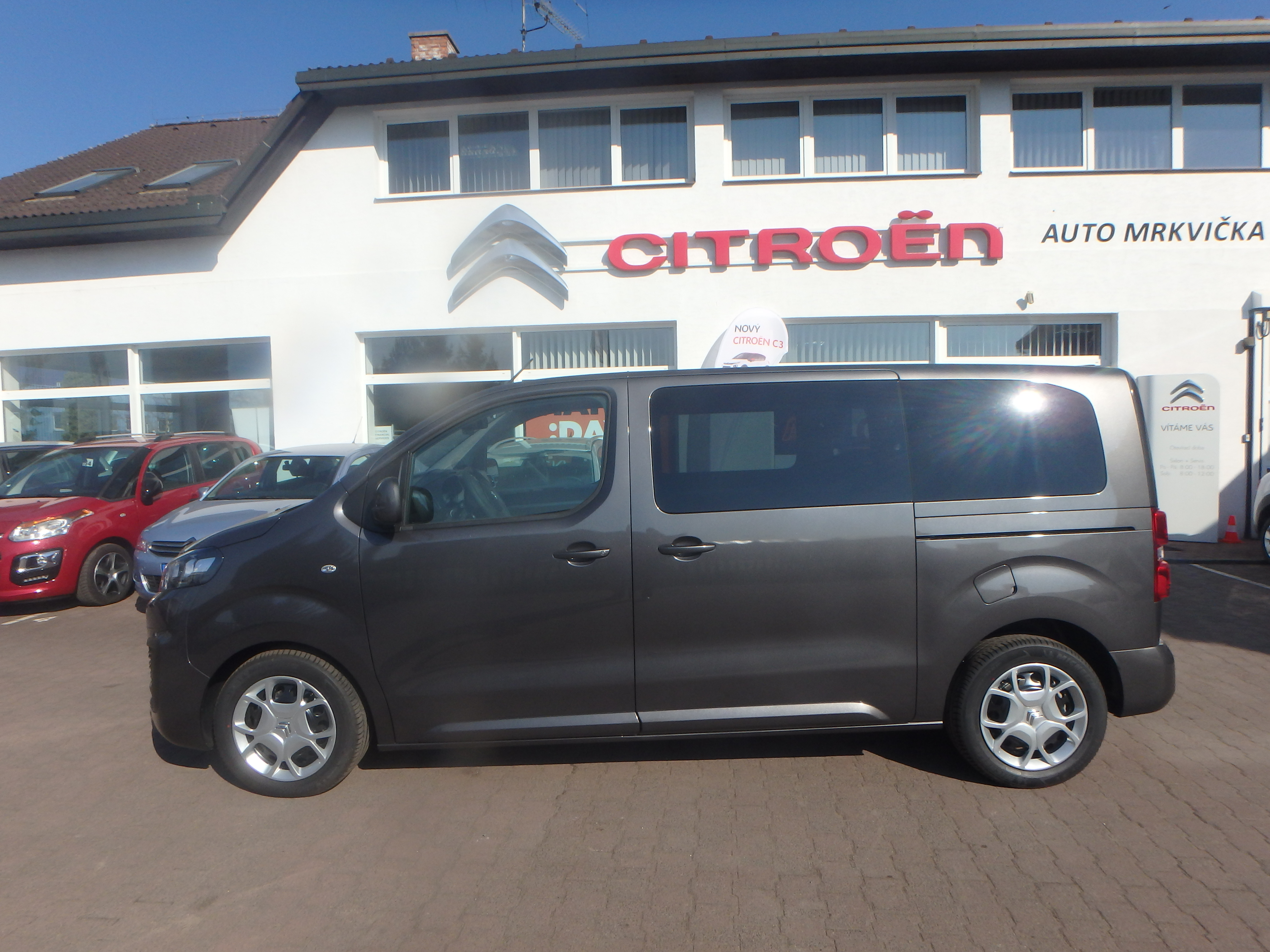 Citroen Spacetourer šedý