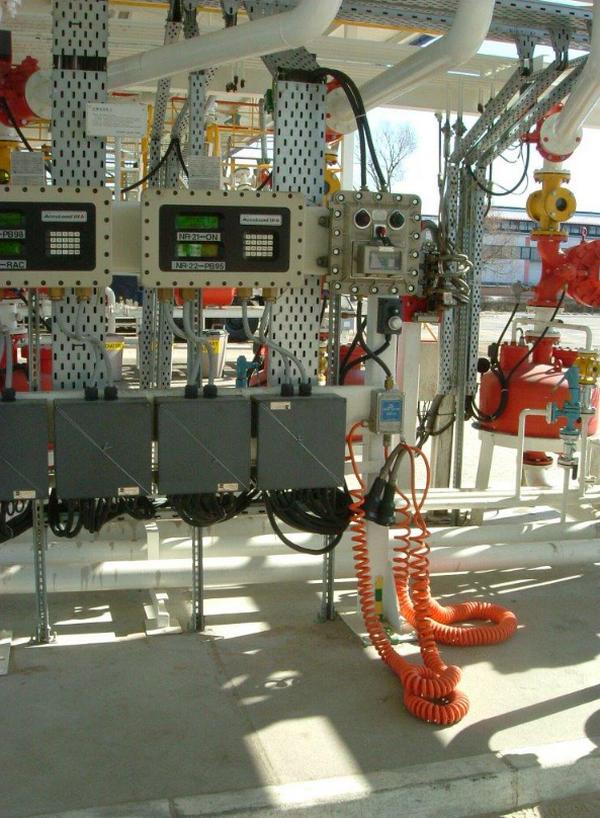 PIK s.r.o. -  dodávky technologií  pro petrochemický průmysl - fotografie 6/11