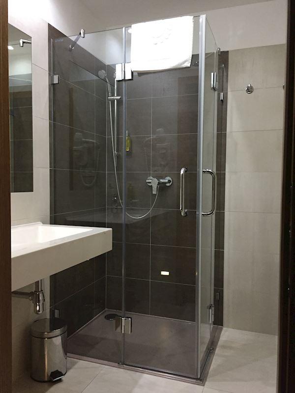 Bezúdržbové sprchové kouty