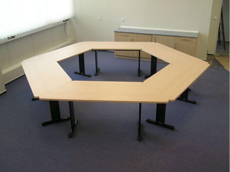 Jednací stůl LICHO v provedení lamino javor (kov. podnož)
