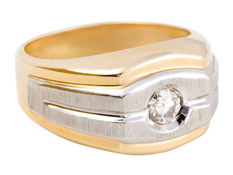 Pánský prsten z bílého a žlutého zlata s diamantem.