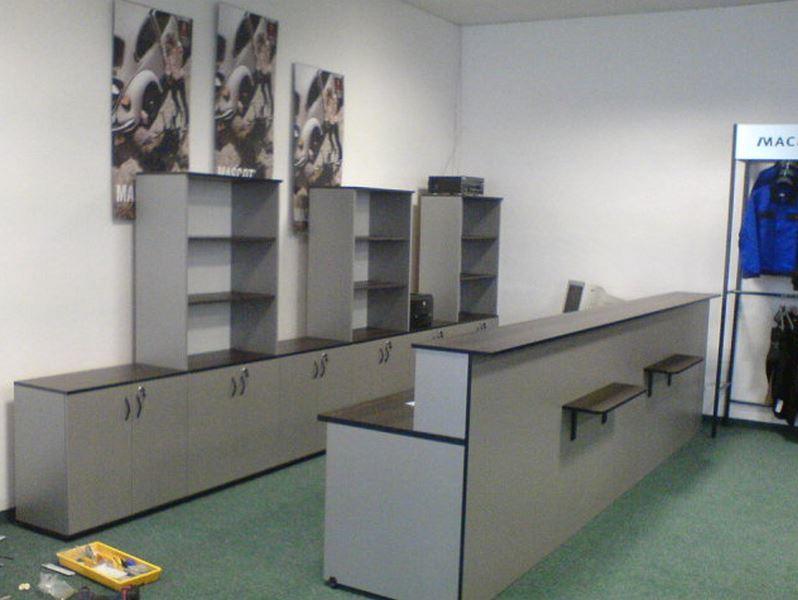 Prodejní pult OFFICE v provedení dub červenohnědý/stříbrná (calvados)