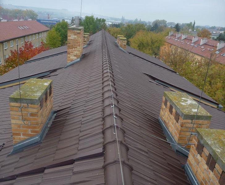 BAHROS s.r.o. - střechy, klempíři, hromosvody, pokrývači - fotografie 4/8