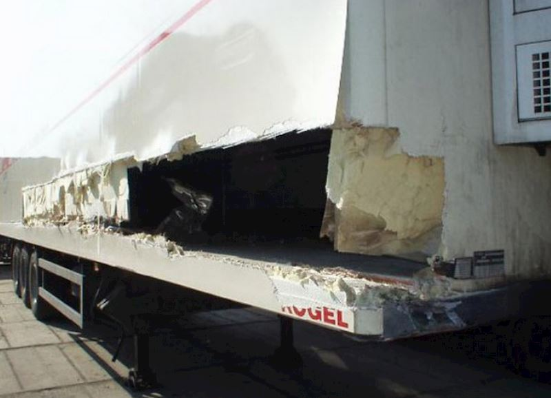 KAMIONSERVIS Praha, a.s. - mezinárodní kamionová přeprava - fotografie 12/23