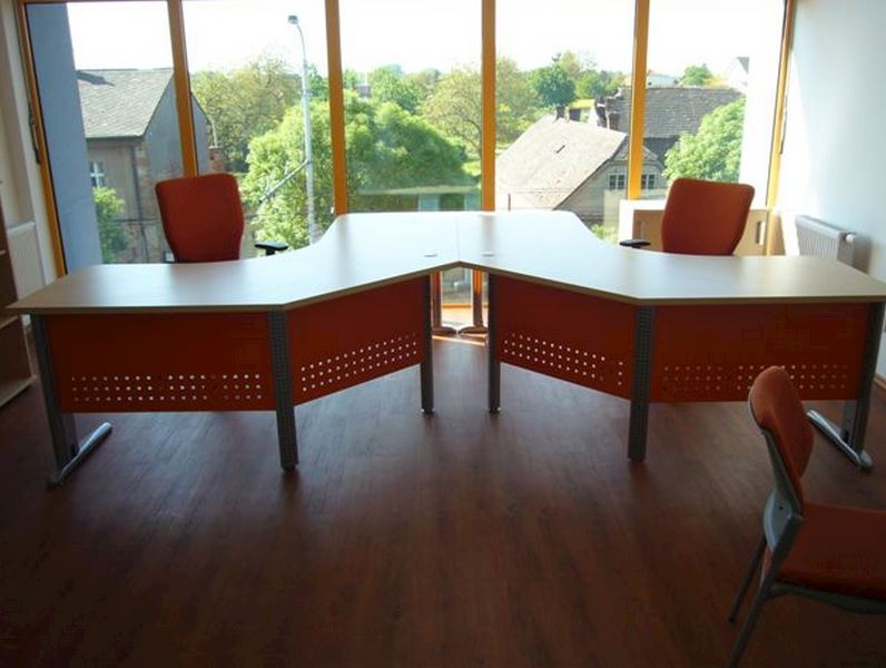 Manažerský stůl FREE 05 v provedení lamino třešeň