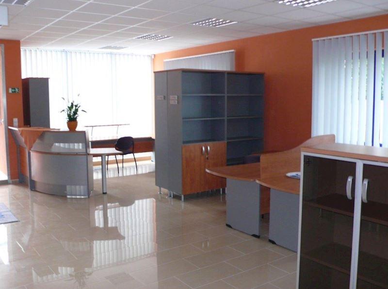 Školy, kanceláře, přednáškové sály