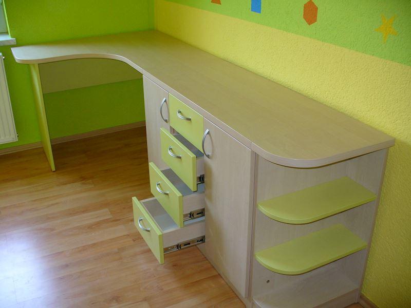 Psací stůl pro dítě