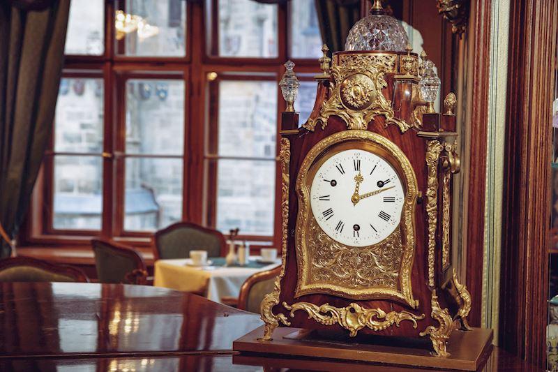 sbírka starožitných hodin