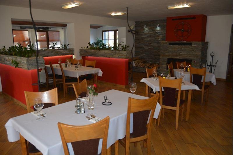 Restaurace a penzion Lutena - interiér restaurace
