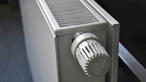 Kde sušíte prádlo v zimních měsících? Pozor na sušení na radiátoru!