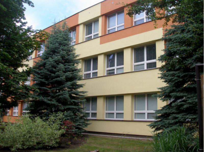 Obchodní akademie a Vyšší odborná škola sociální, Ostrava - Mariánské Hory - fotografie 2/11