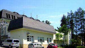 Radiodiagnostický pavilon, v popředí oddělení nukleární medicíny