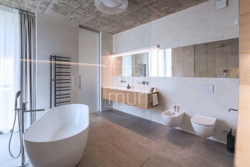 Koupelna v moderní vile