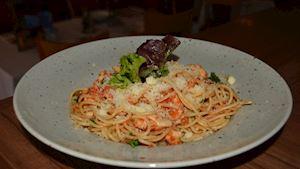 Spaghetti carbonara + polévka + nealko pivo 0,3l