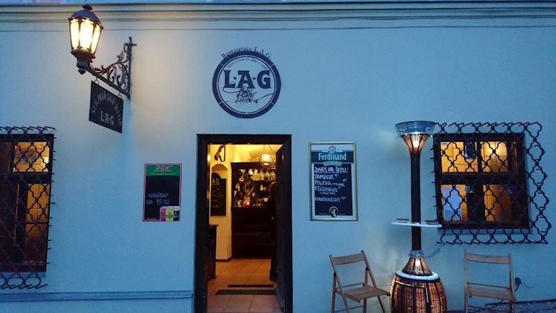Prostor pro kuřáky restaurace L.A.G.