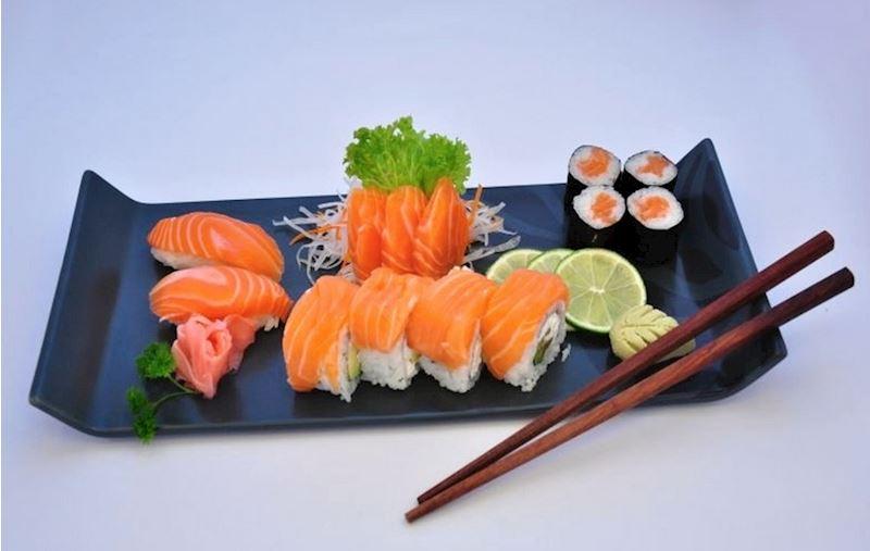 8x Philly maki rolls, 6x sake maki, 3x sake sashimi, 2x sake nigiri