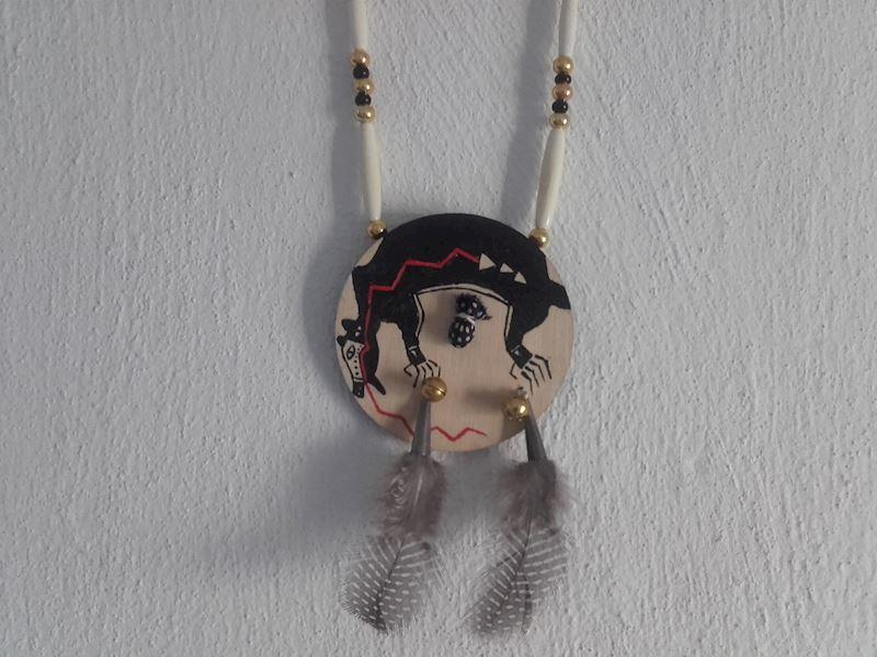 Indiánský amulet na krk štít