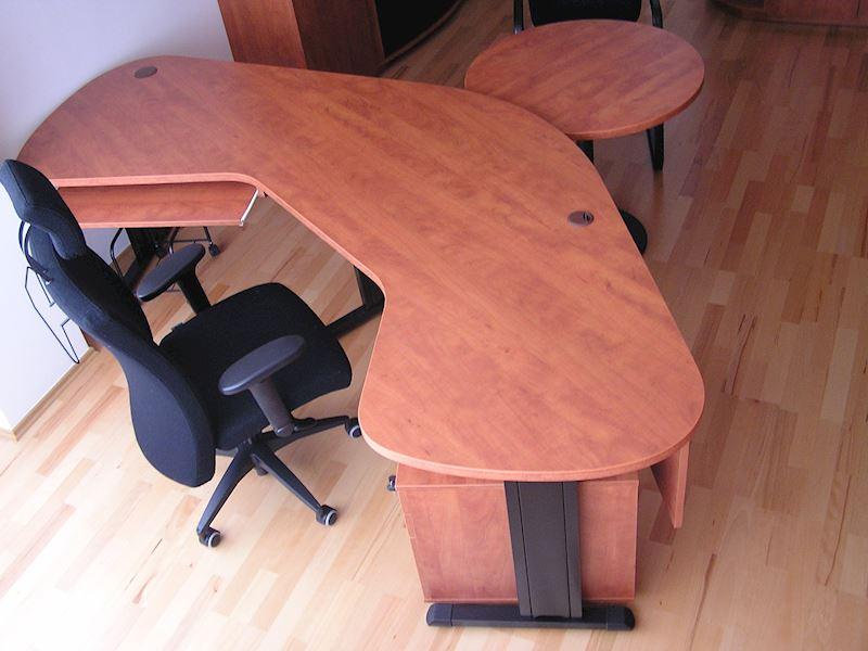 Pracovní stůl FREE
