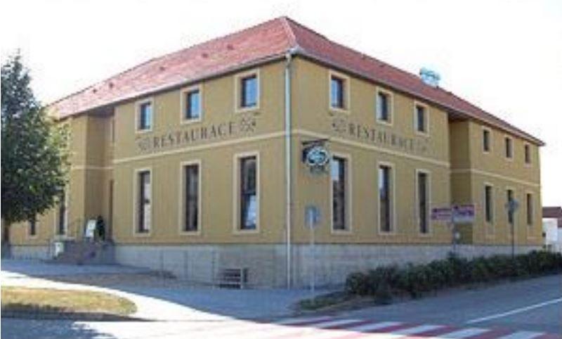 Restaurace a Penzion U Kostela - fotografie 1/19