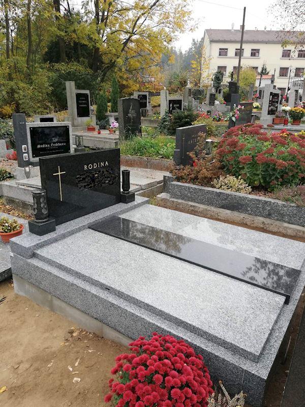 Kamenictví Honzík- pomníkové díly, kamenné parapety, kuchyňské desky Příbram, Dobříš, Březnice - fotografie 39/97
