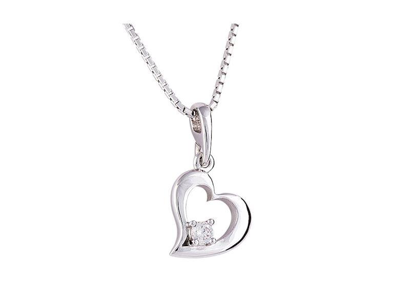 Přívěsek z bílého zlata ve stvaru srdce s diamantem.