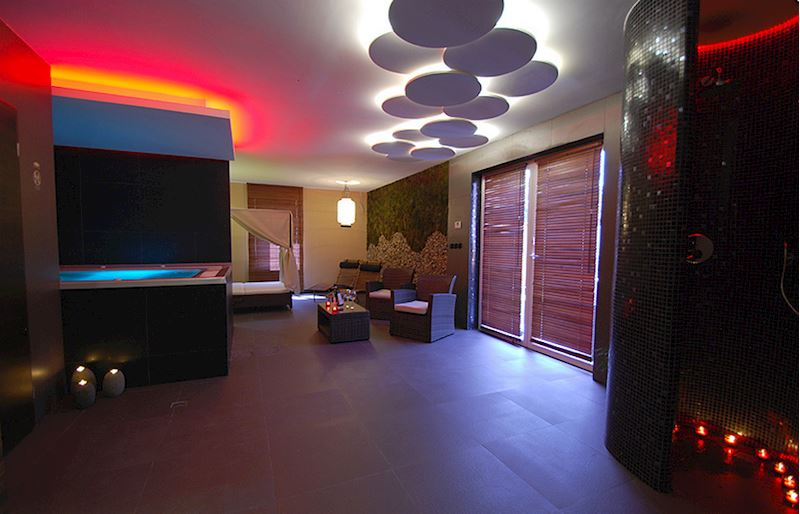 The inner part with a Jacuzzi and tropical sauna