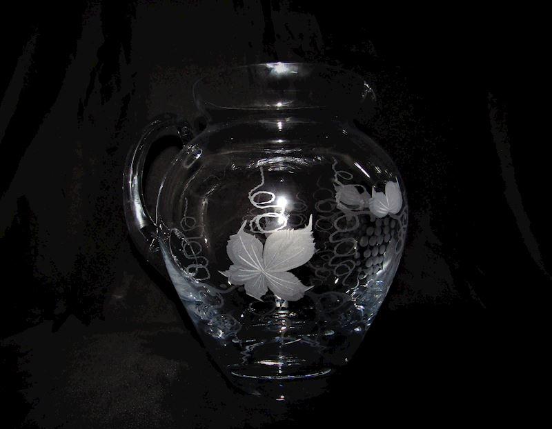 džbán skleněný motiv víno