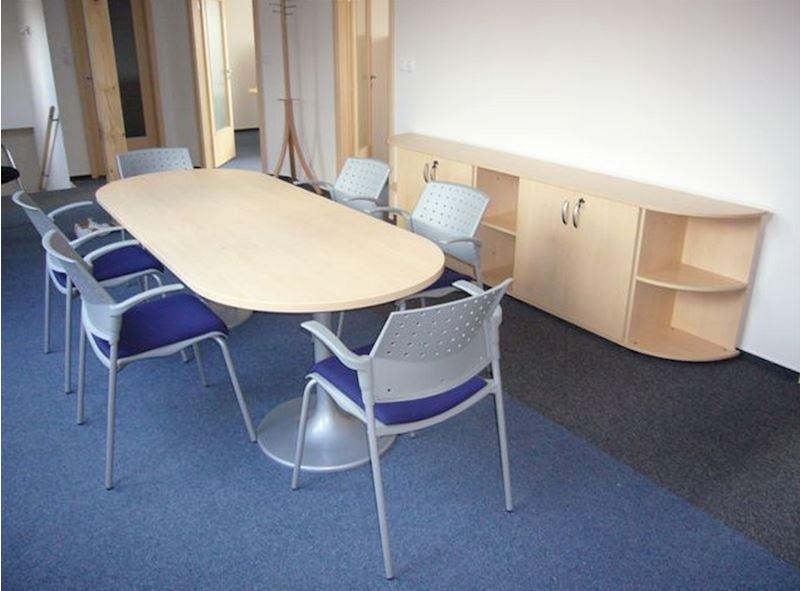 Jednací stůl oválný v provedení lamino javor/centrální nohy