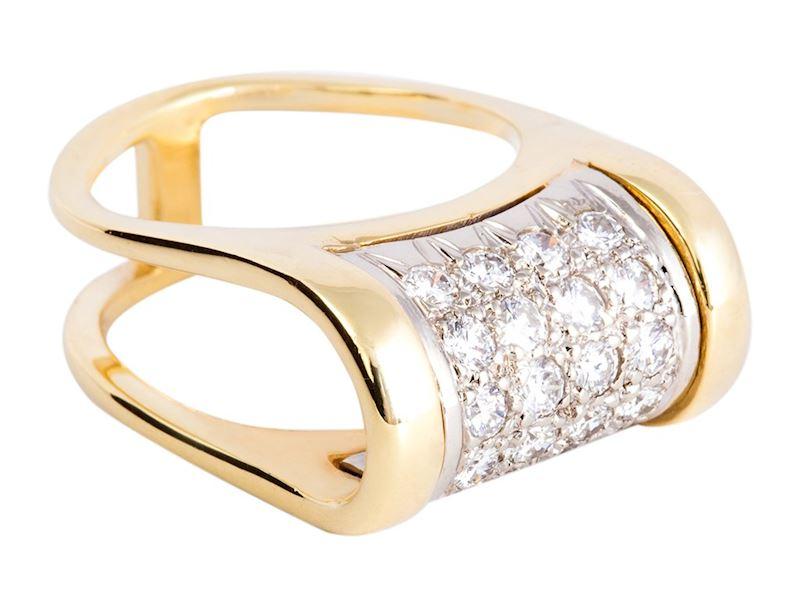 Designový zlatý prstýnek s diamanty.