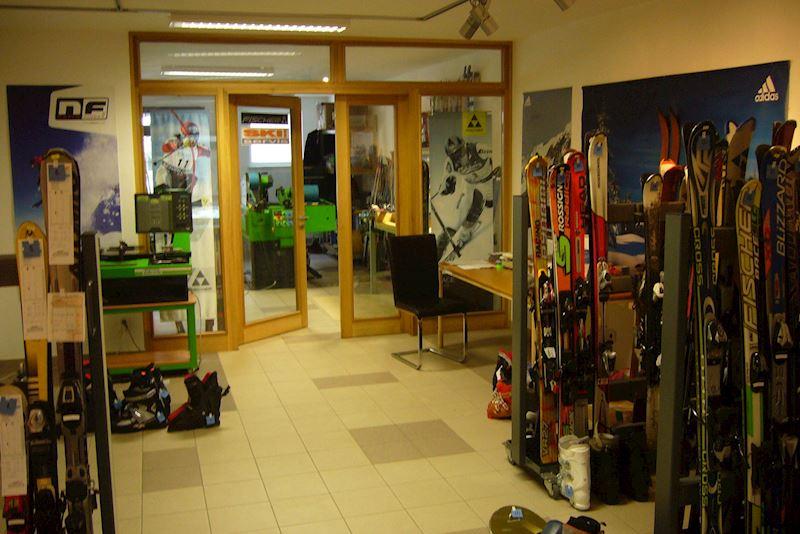 SPORT pod hradem s.r.o. - sport, ski servis, sportovní potřeby - fotografie 2/3
