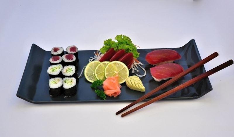 6x maguro maki rolls, 3x maguro sashimi, 2x maguro nigiri, 6x kappa maki rolls