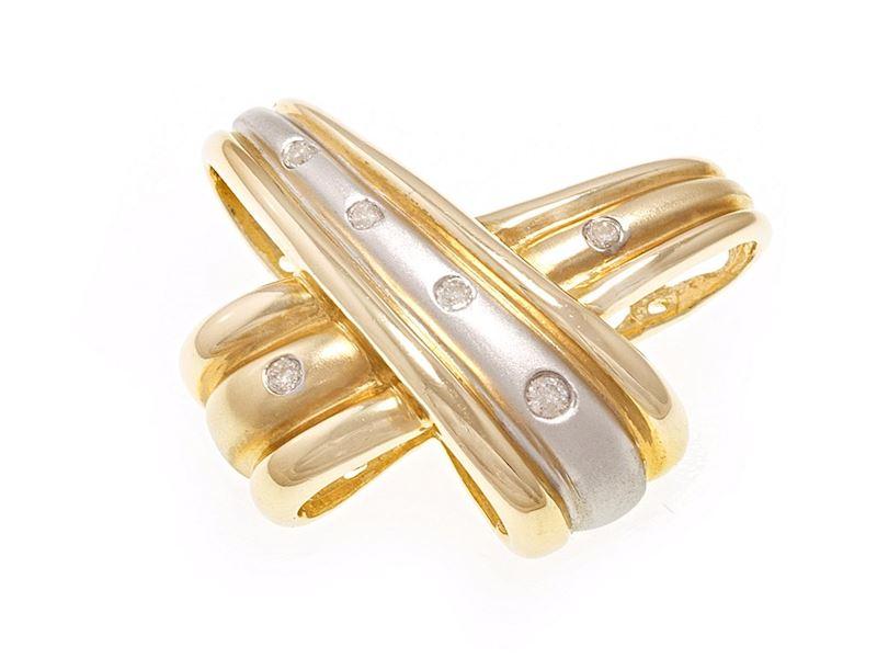 Designový přívěsek s bílého a žlutého zlata s diamanty.