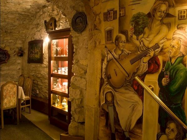 Restaurace a vinárna U Laury - fotografie 1/3