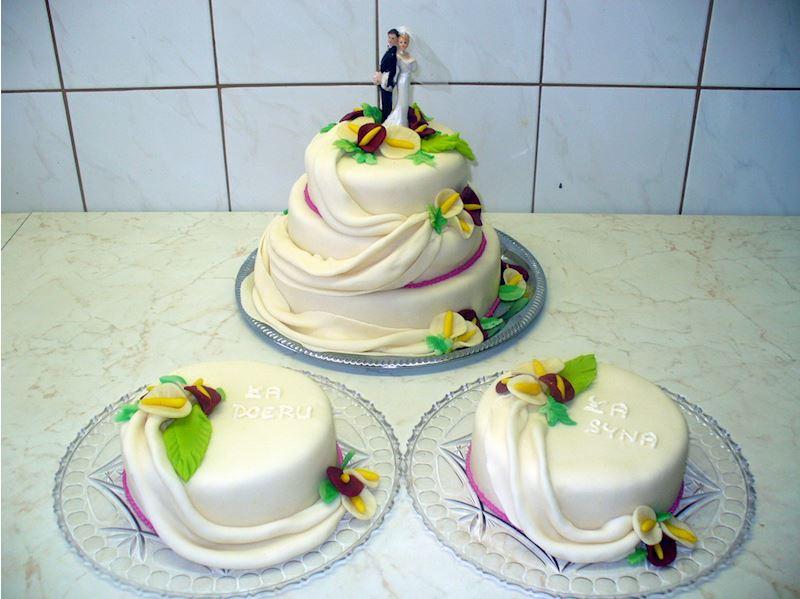 Svatební kombinace dortů