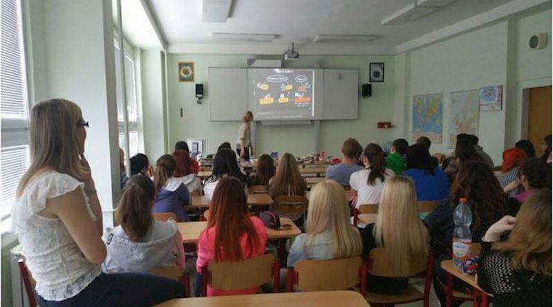 Obchodní akademie Dr. Edvarda Beneše, Slaný, Smetanovo nám. 1200 - fotografie 2/10
