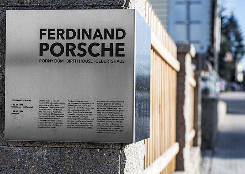 Rodný dům Ferdinanda Porscheho - fotografie 6/9