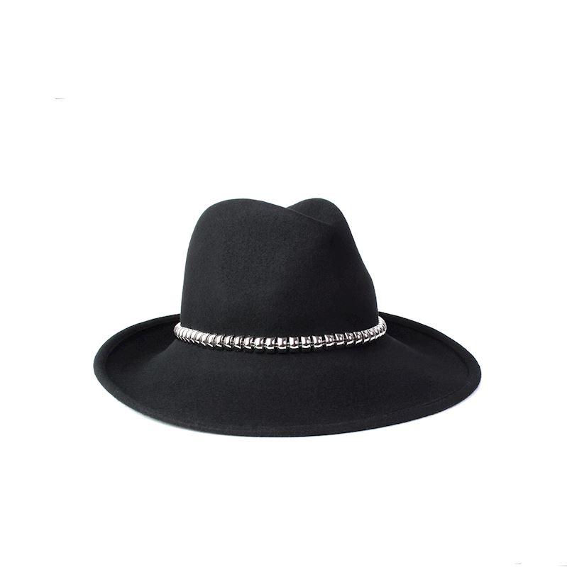 Stylový dámský klobouk se stříbrným detailem