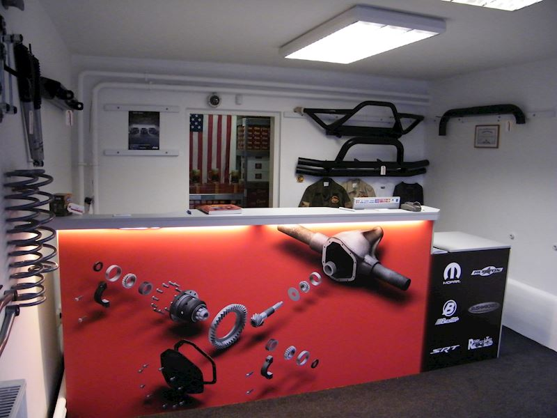 Crown RDR Automotive Sales International, s.r.o. - fotografie 3/5