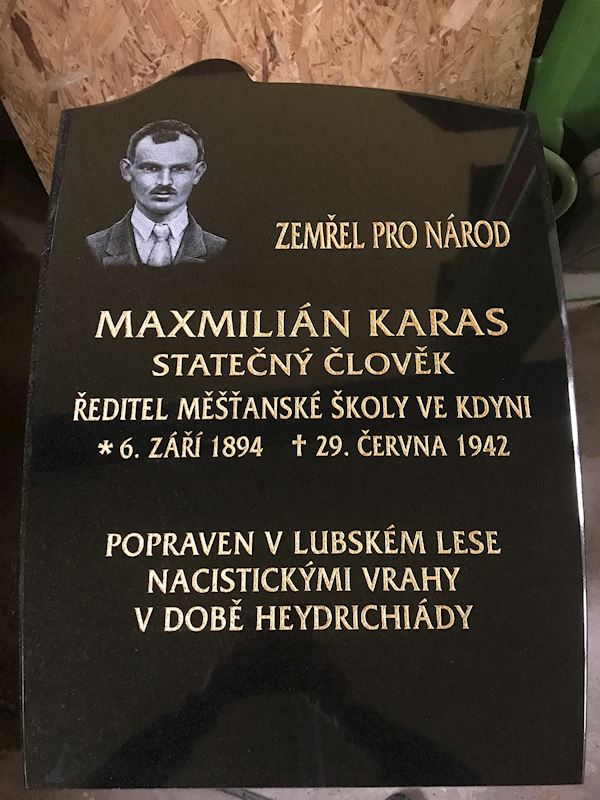 Kamenictví Honzík- pomníkové díly, kamenné parapety, kuchyňské desky Příbram, Dobříš, Březnice - fotografie 66/97