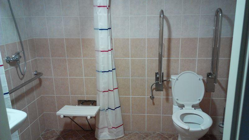 dva bezbariérové pokoje včetně koupelen